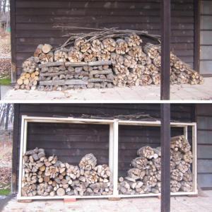 軒下に積んだだけの薪(上図)から、自作の薪置き場(下図)